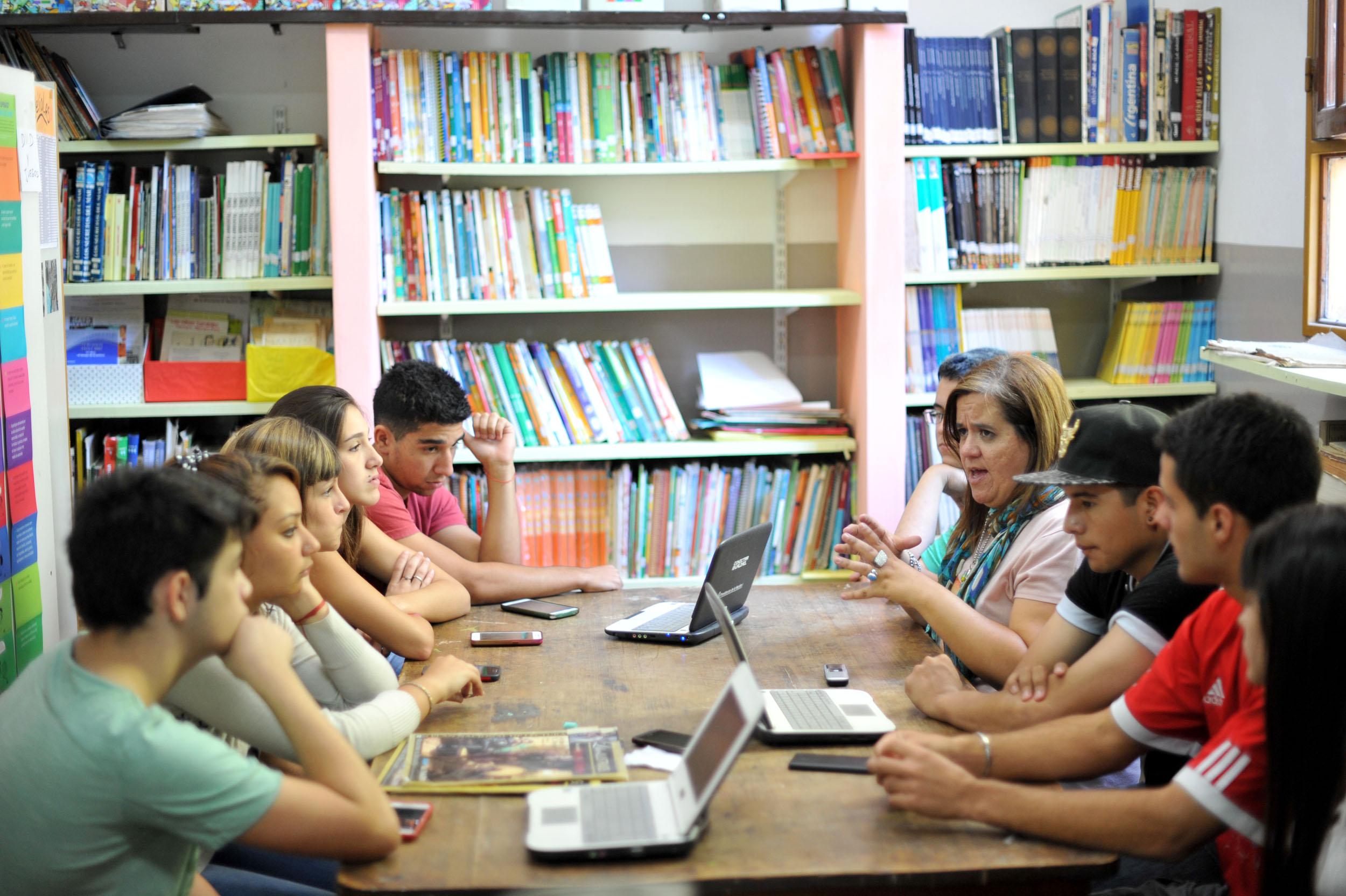 """28 marzoAlumnos y profesores """"conectados"""" para el buen uso de las redes sociales (2)"""