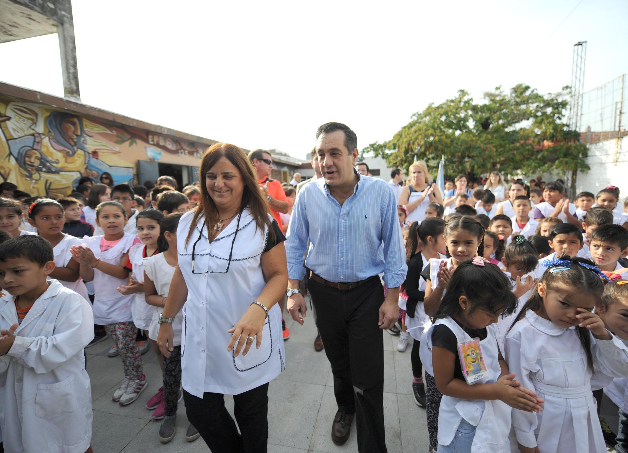 Noticias_chivilcoy4marzo 2016 - Finocchiaro visitó la Escuela 6 de La Matanza donde curso primaria 1