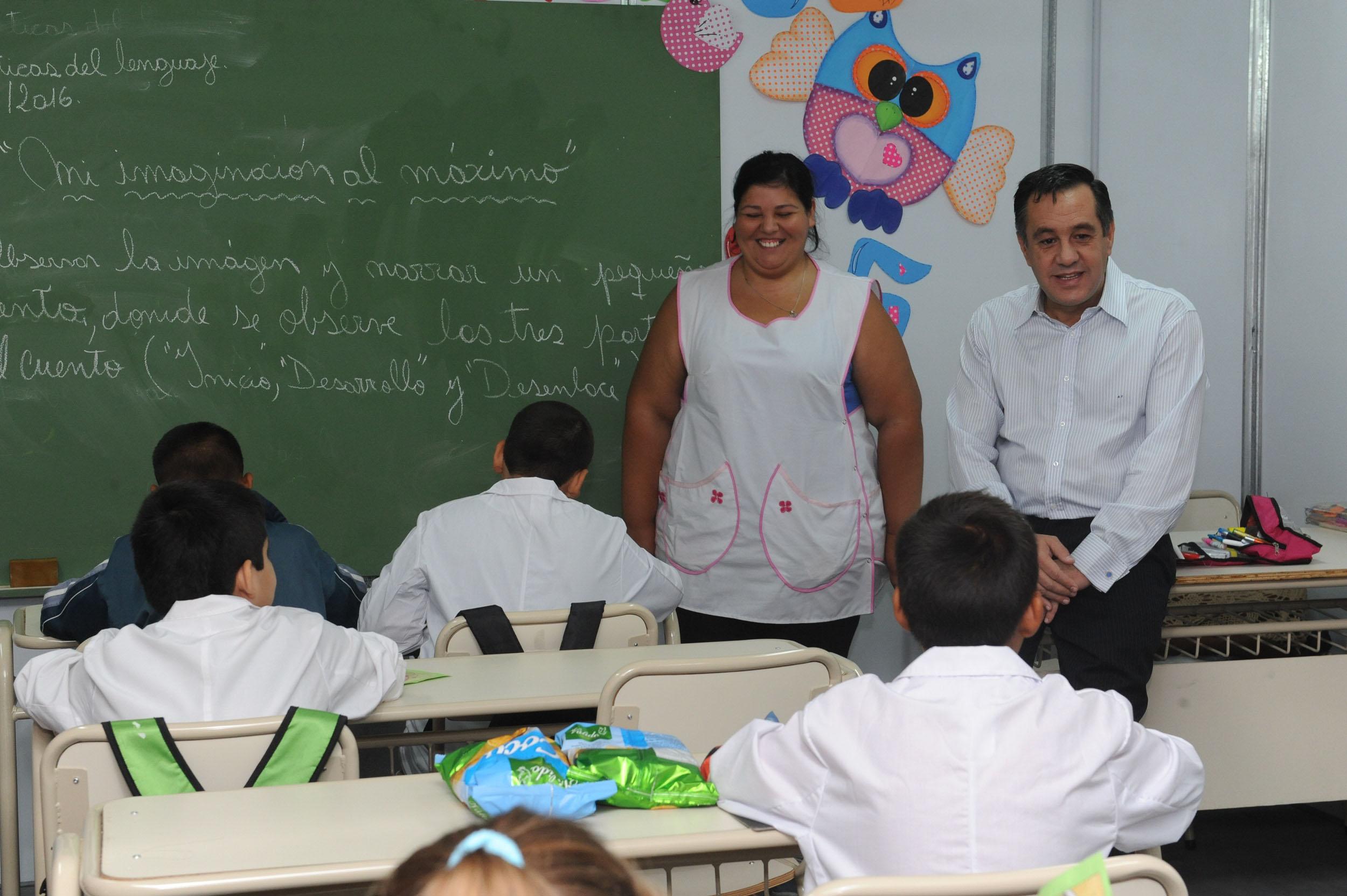 Noticias_chivilcoy_1 marzo 01-03-2016 - Finocchiaro visitó la Escuela 57 de Moreno 2