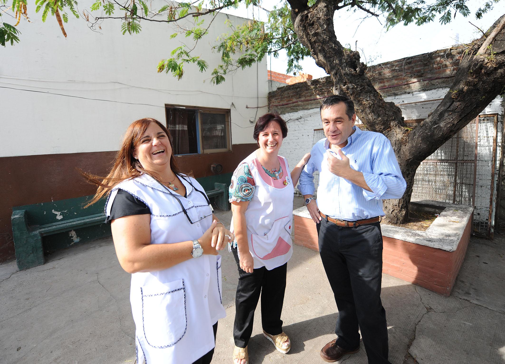 Noticias_chivilcoy_4marzo-2016 - Finocchiaro visitó la Escuela 6 de La Matanza donde curso primaria 5