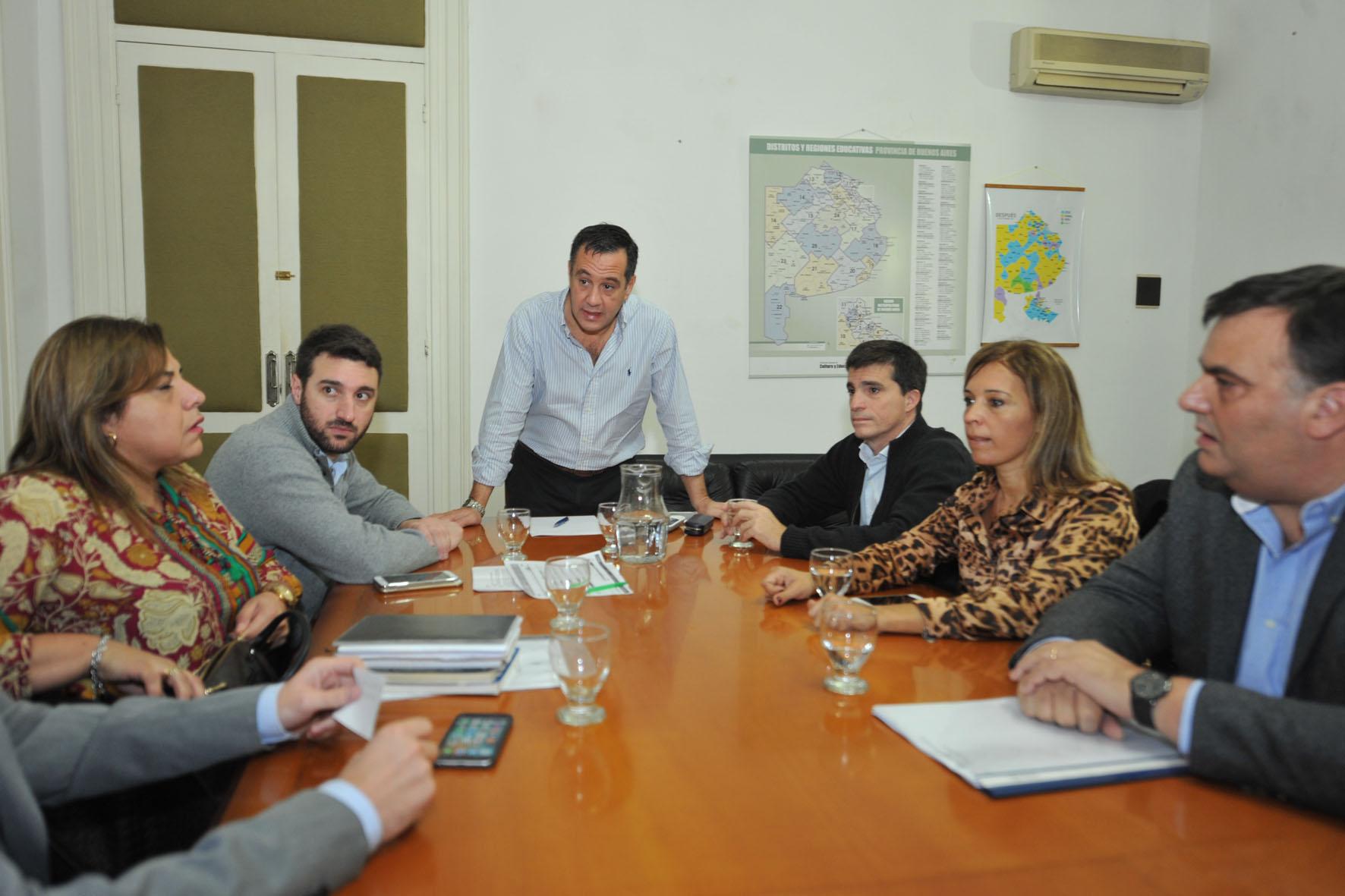 Finocchiaro con legisladores de Cambiemos