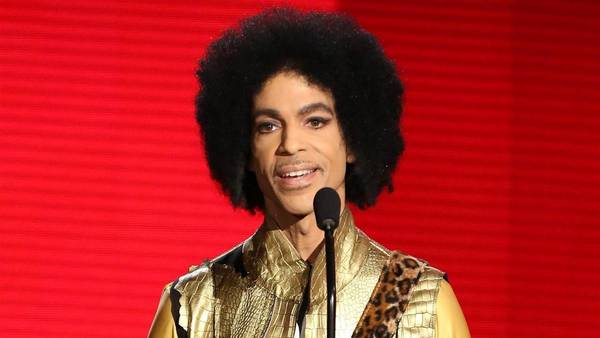 Prince-entrega-premios-AP_CLAIMA20160421_0199_28