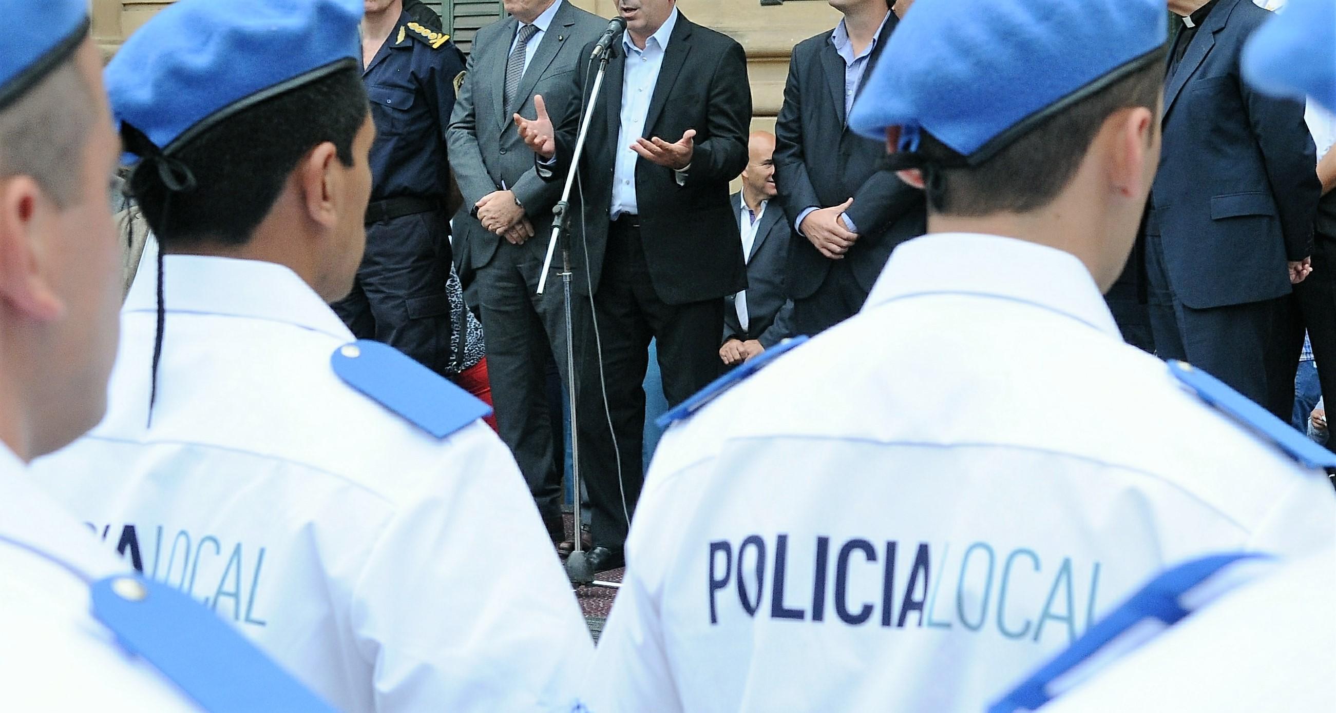 Ritondo-presidió-egreso-de-Policía-Local-de-Mercedes-y-entregó-chalecos-antibalas-1