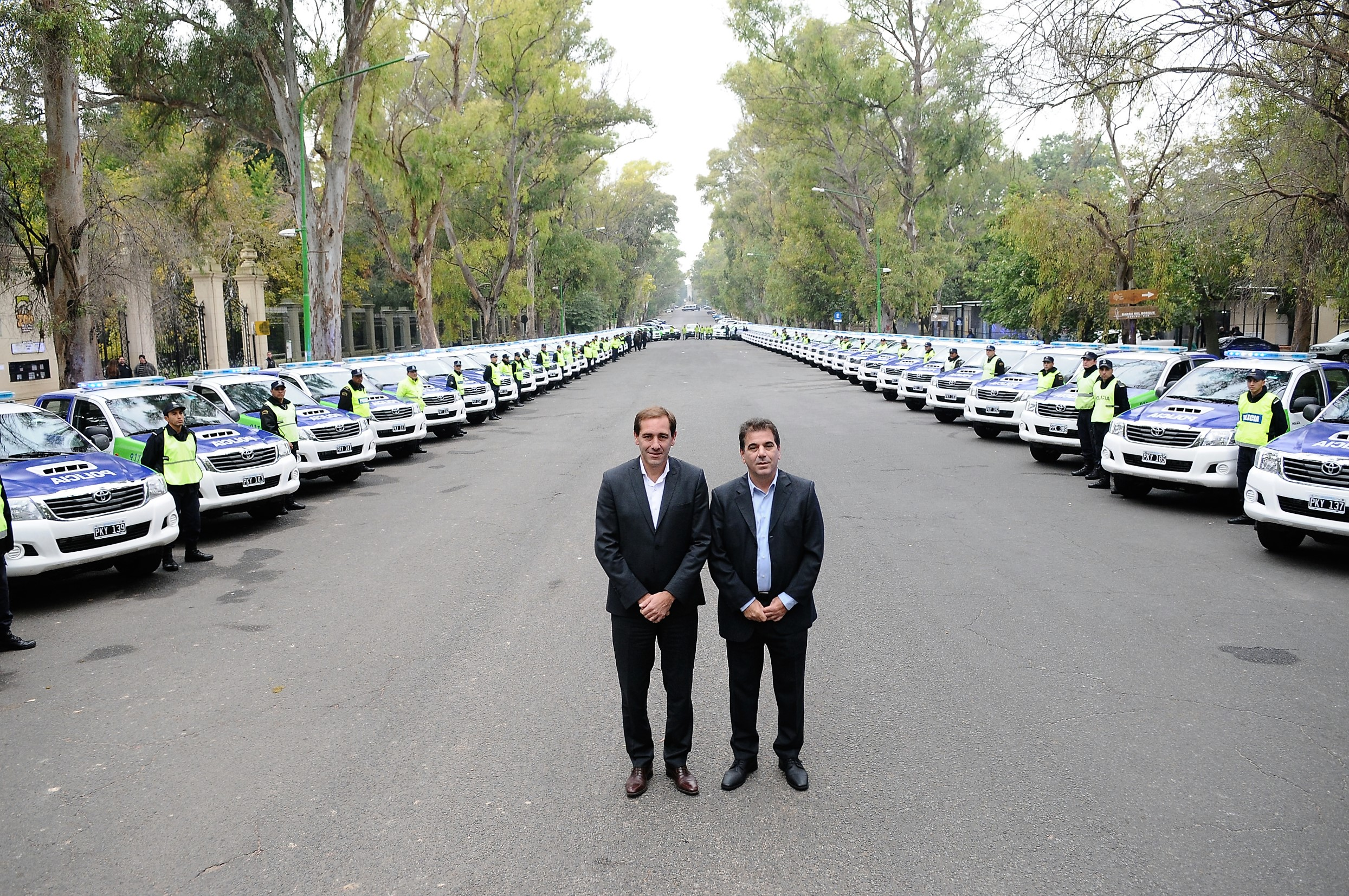 Ritondo - entrega de móviles para toda la provincia (2)