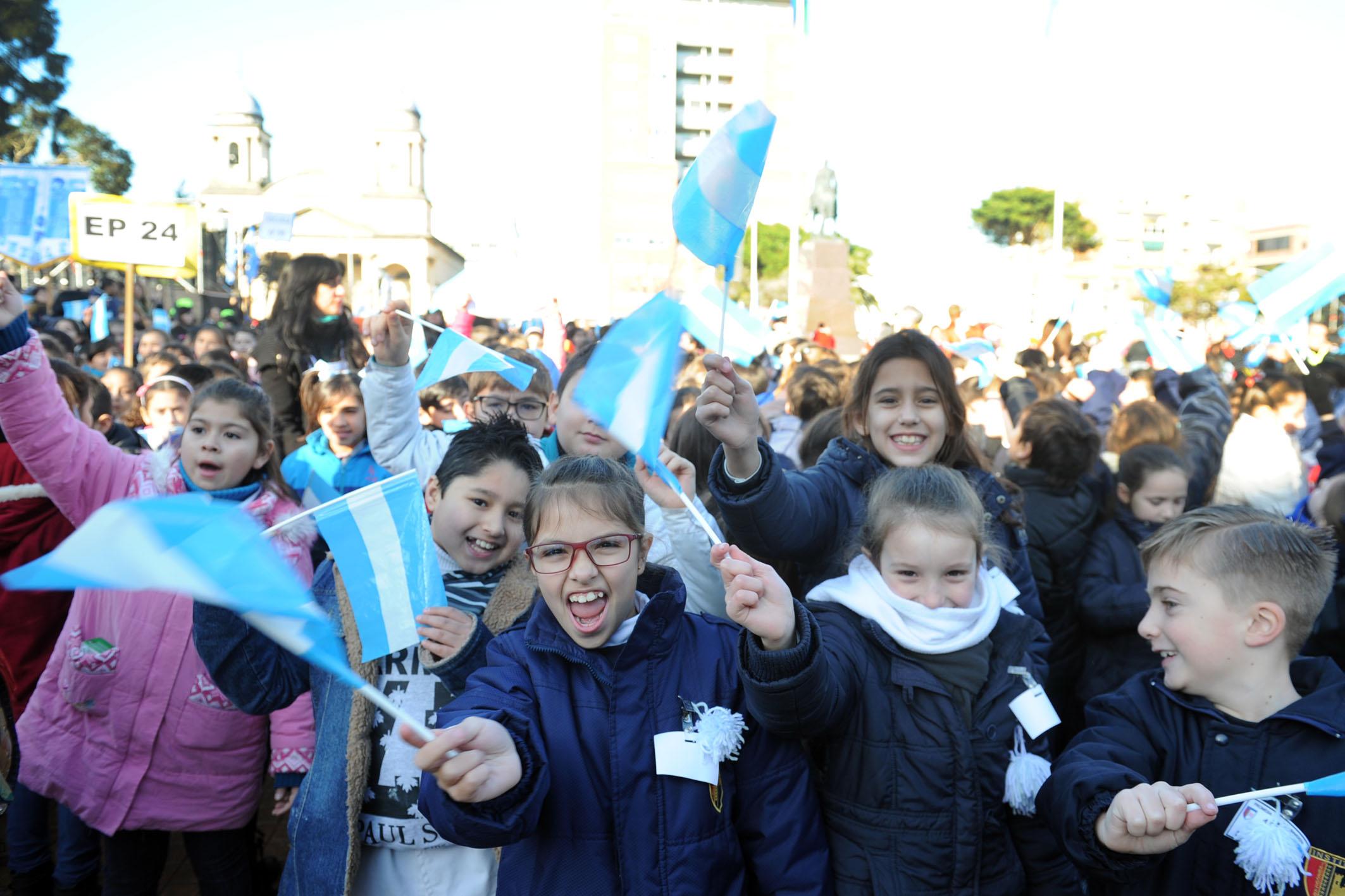 22-06-2016 - Unos 3.500 chicos de Morón prometieron lealtad a la bandera 1