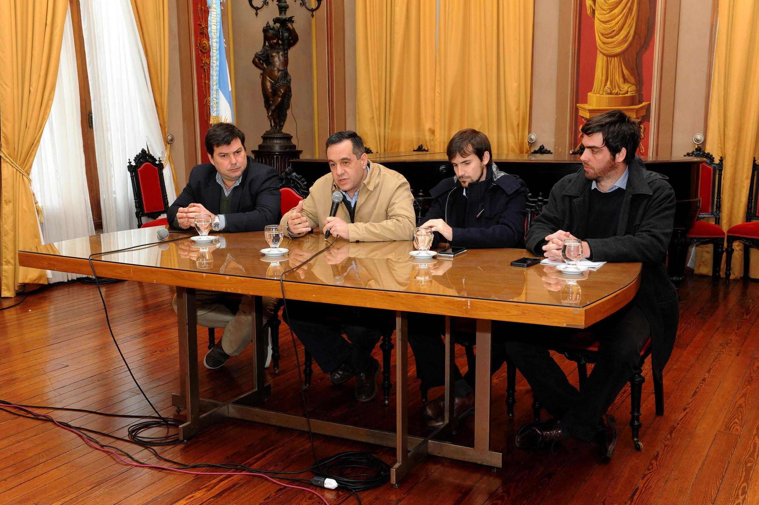 Conferencia de prensa de Finocchiaro en Las Flores (2)
