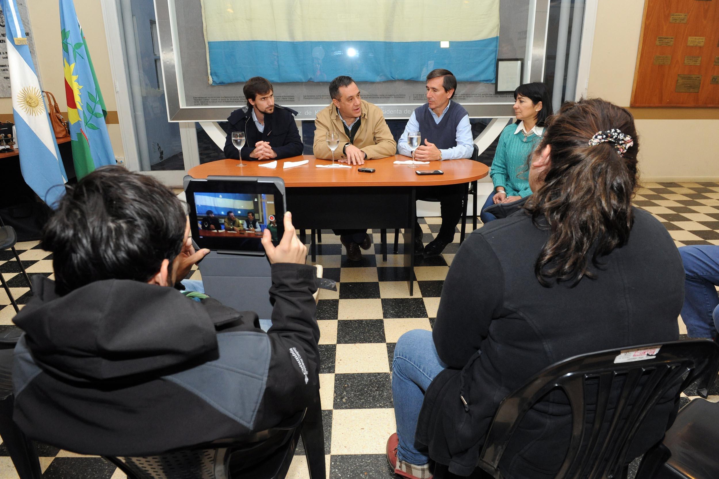 Finocchiaro y Harispe en conferencia de prensa - Lezama2 (1)