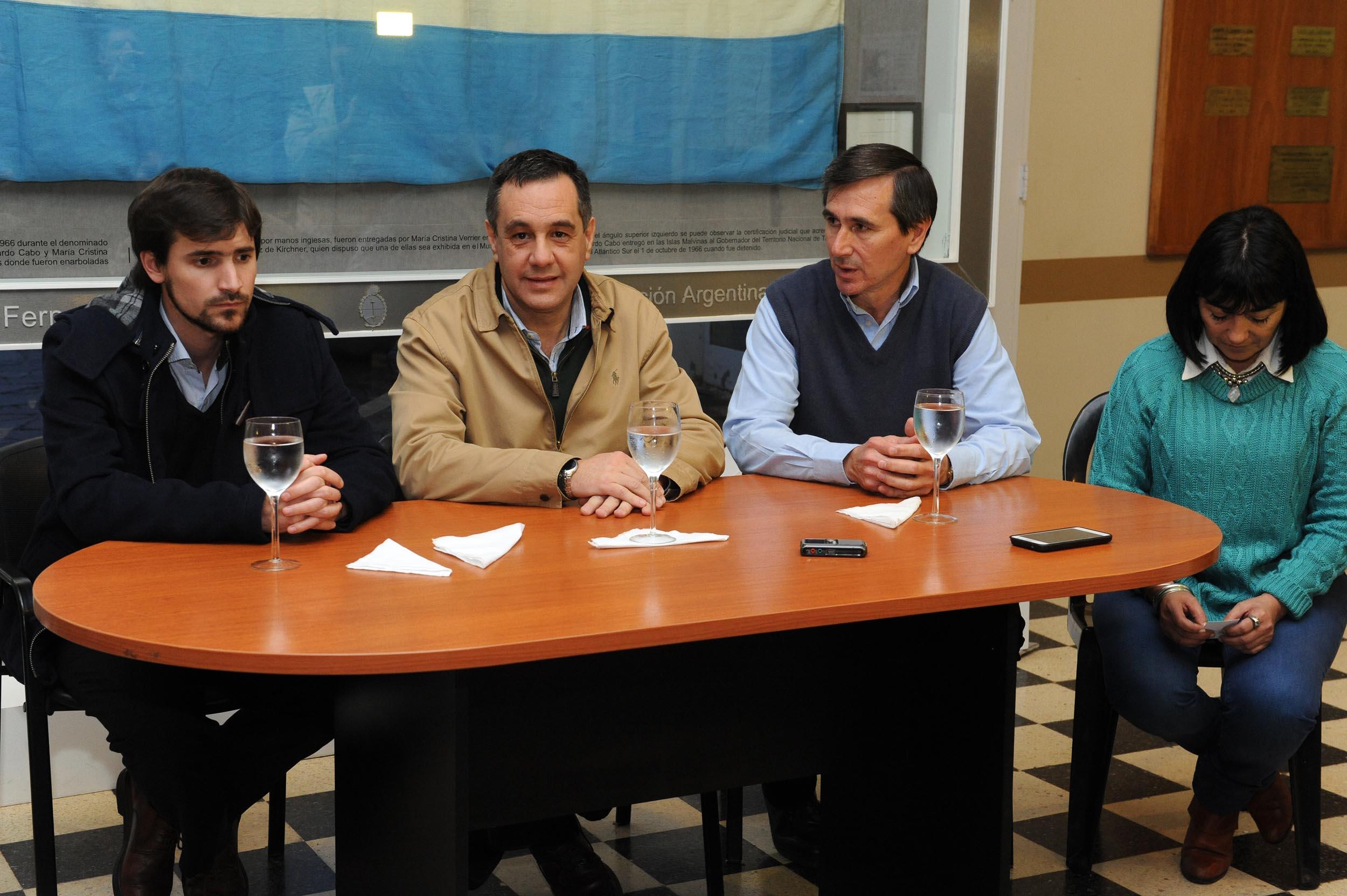 Finocchiaro y Harispe en conferencia de prensa - Lezama2 (2)