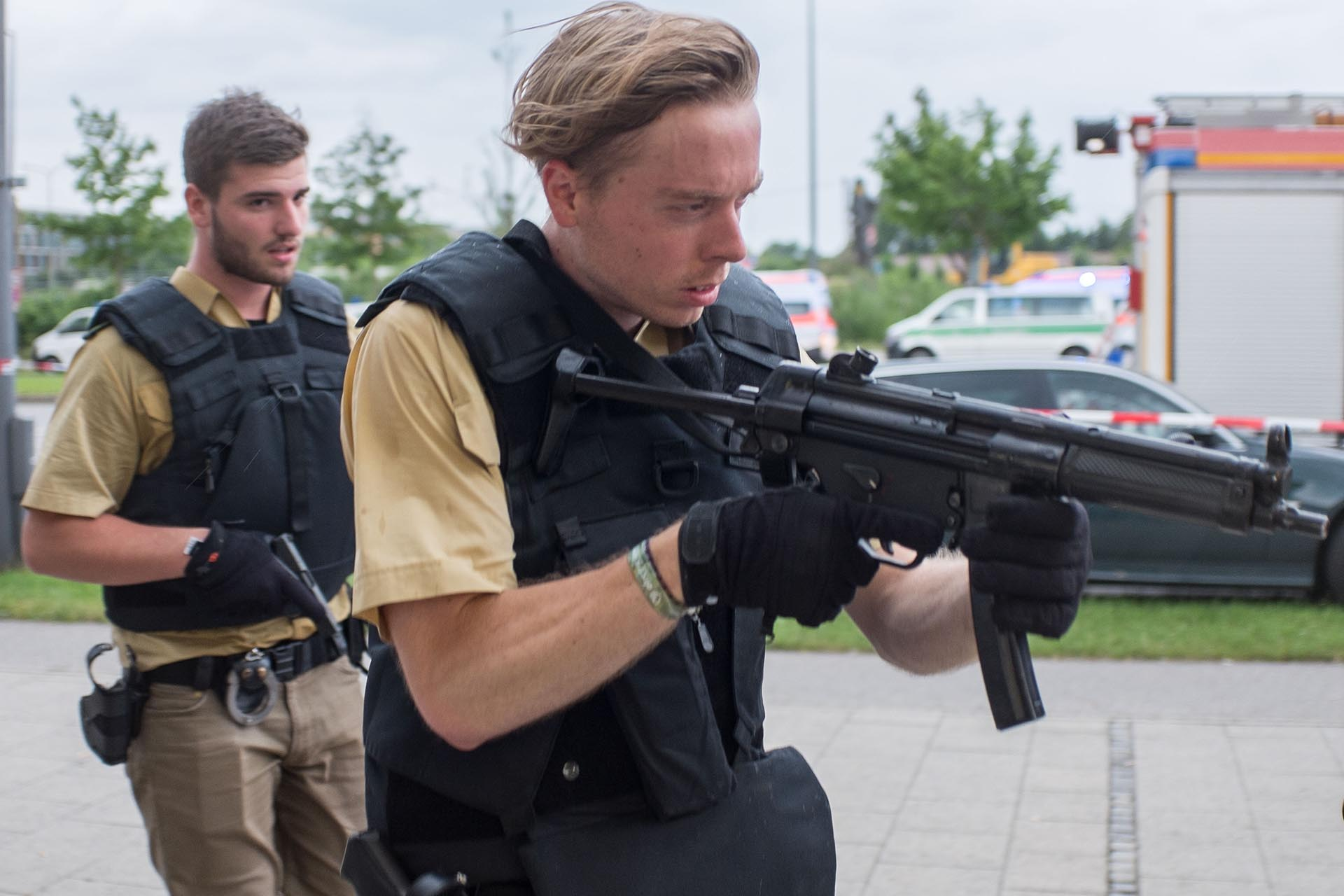 Armed policemen arrive at a shopping centre in which a shooting was reported in Munich, southern Germany, Friday, July 22, 2016. Situation after a shooting in the Olympia shopping centre in Munich is unclear. (Matthias Balk/dpa via AP)