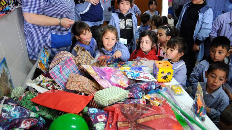 Entrega de juguetes al jard n de infantes n 917 noticias for Inscripciones 2016 jardin de infantes